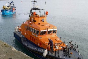 Stranded scalloper brought back to harbour