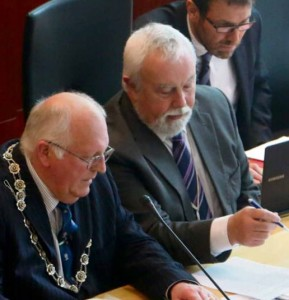 Control of the meeting: : Council Chairman Cllr. A Williams, Monitoring Officer  Laurence Harding and council barrister Tim Kerr QC look over press cuttings