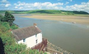 Dylan Thomas' boathouse: Will a wind turbine be erected?
