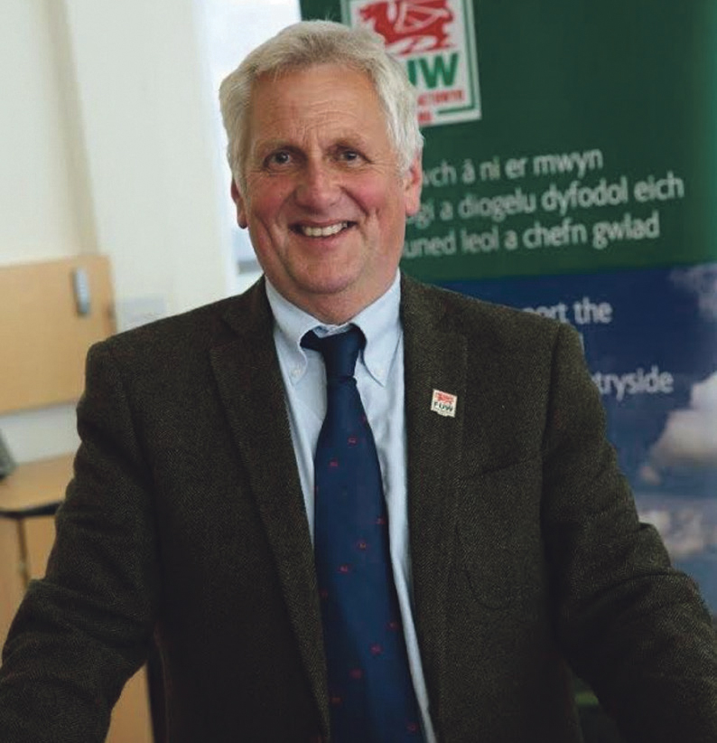 Congratulated L esley Griffiths: Glyn Roberts, President FUW