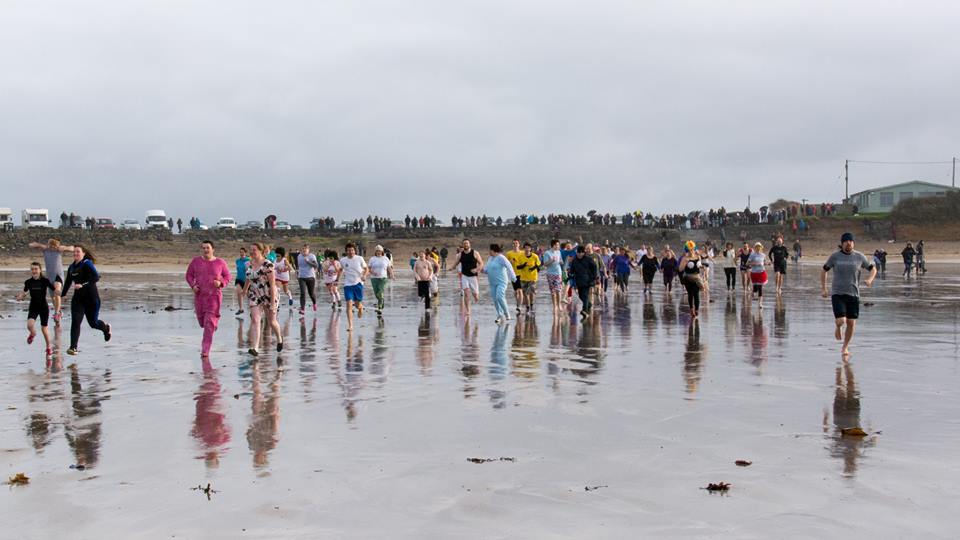 Large crowd: Ready to take the dip at Angle (pic. Mike Hillen)